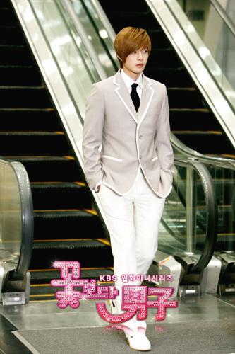 [Kim Hyun Joon] Biografía 151003392_l