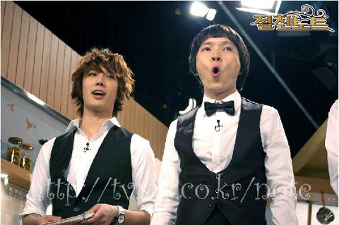 """[31.12.09] [Pics] SBSTV Intimate Note """"Especial de Año Nuevo"""" – Jung Min como conductor Ver el tema anterior Jmnote3001"""