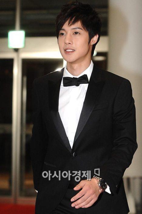 "Kim Hyun Joong rechazó la invitación par participar en ""Family Outing 2"" 20091125193417741f3_193912_0"