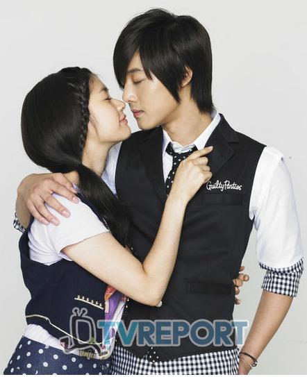 "[11.08.10] [Noticias] ""Todo comenzó por un beso"" revela fotograma de beso F0091075_4c61e6e137a74"