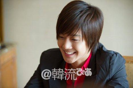[09.10.10] [Traducciones] Nota del Editor de la revista Hallyu PIA sobre Kim Hyun Joong 10