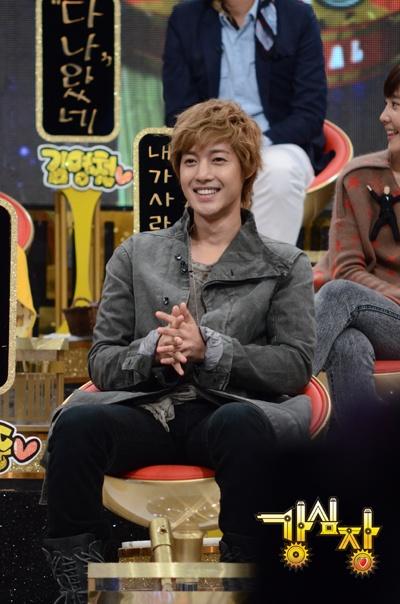 Kim Hyun Joong se disculpa con Lee Seung Gi en 'Strong Heart' 1khlapologises